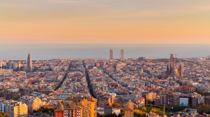 HP-barcelona-skyline-GQ-10aug16-alamy